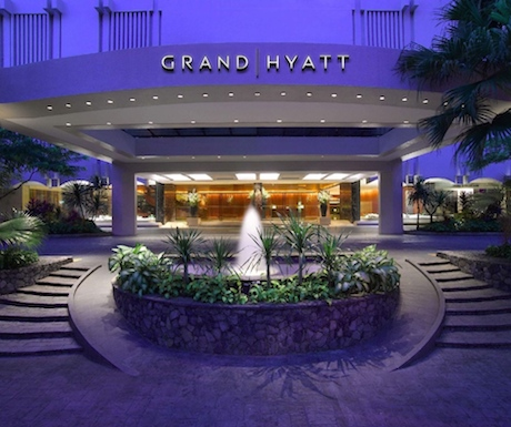 The entrance of Grand Hyatt Singapore which is right in the heart of Singapore