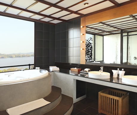 jacuzzi bath in our suite at Heritance Kandalama