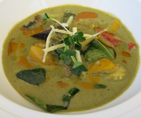 spicy vegan Thai green curry at Atmosphere Kanifushi