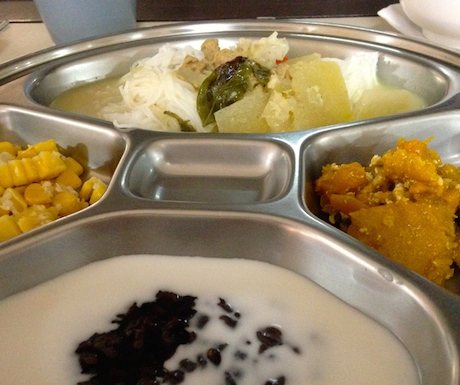 No need to worry about the food at Dhamma Simanta
