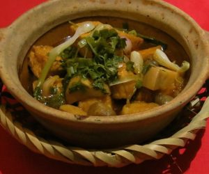 tofu and vegetables in a claypot
