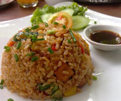 vegan fried rice for breakfast at Jaan Bai in Battambang