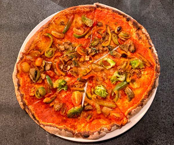 La Pizza Battambang vegan Penjab pizza