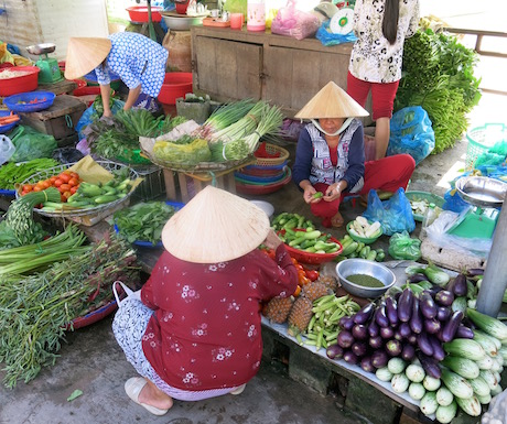 local market selling vegetables in Vietnam