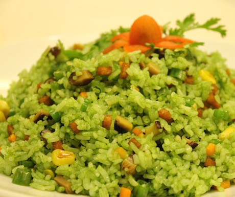 Beautifully green spinach and vegetable rice, full of tasty treats.