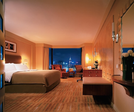 Deluxe harbour view room at Kowloon Shangri-La