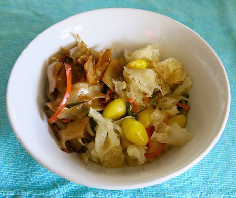 Flat noodles with vegetables and