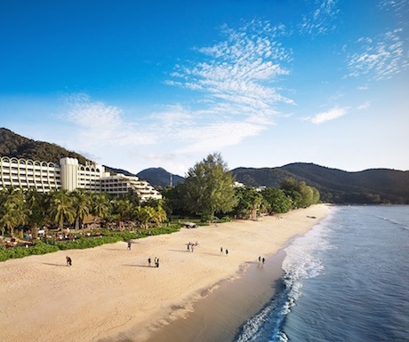 PARKROYAL Penang Resort is located right on the popular Batu Ferringhi beach