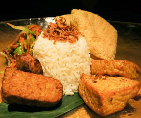 vegan Indonesian 'Rijsttafel' at Six Senses Laamu Chill Bar