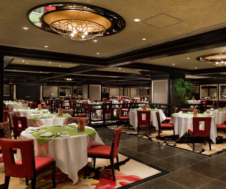 The classical dining room at Hoi King Heen.