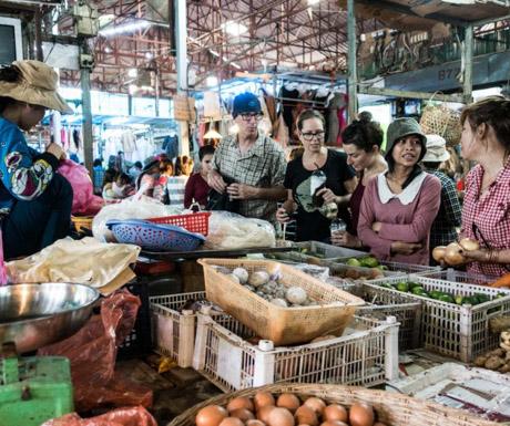 Siem Reap Vegan Villa - vegan shopping with Amy and Tom in Siem Reap