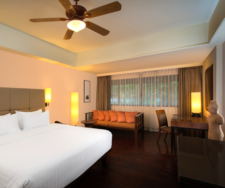 deluxe king room at Le Meridien Angkor