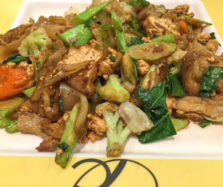Vegan pad se ew, vegan noodles, tofu, vegan food, vegan Bangkok, vegan Thailand