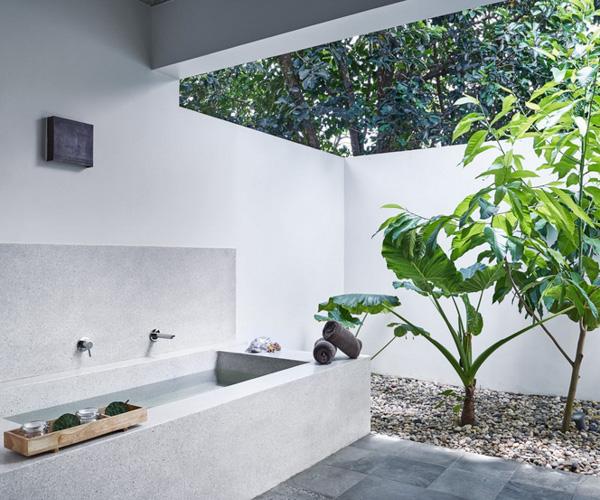 outdoor bathroom at Templation