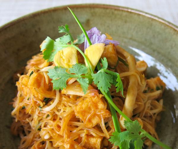 vegan rice noodles and tofu at Templation