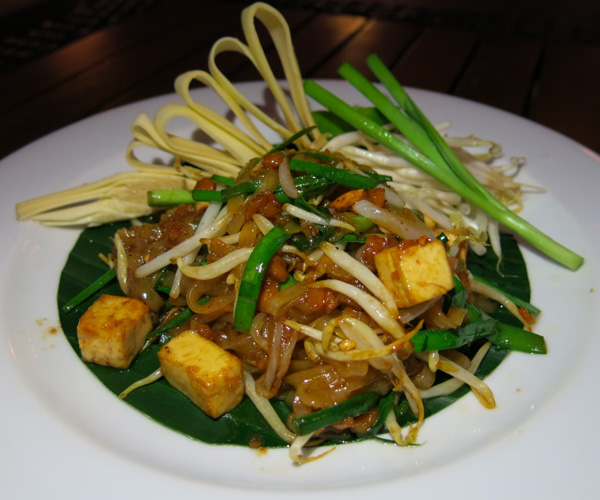 Vegan pad Thai at Anantara Riverside Bangkok Resort