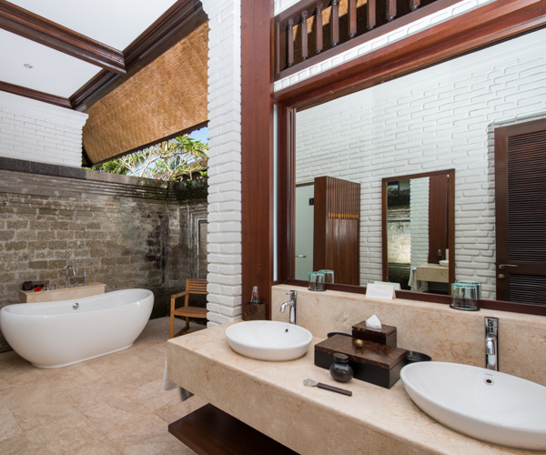 1 Bedroom Suite Bathroom at The Chedi Club