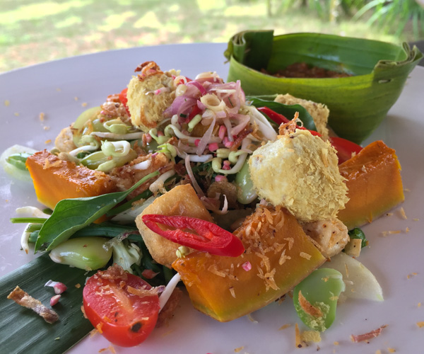 raw gado gado salad at Puri Ganesha