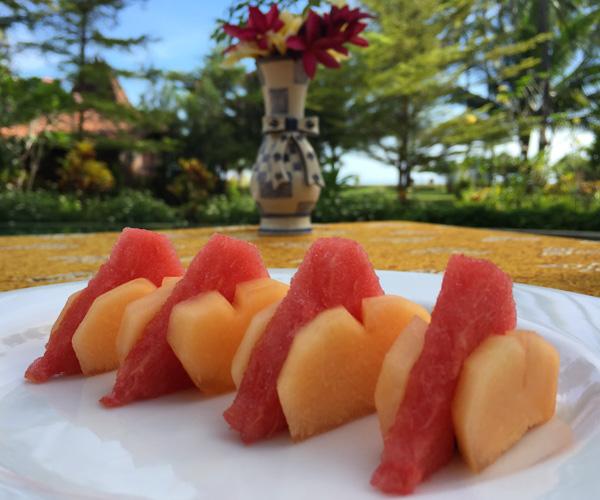 Fruit platter at Diamond Beach Villa