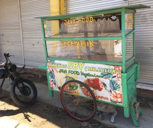 Vegetarian food cart in Kuta