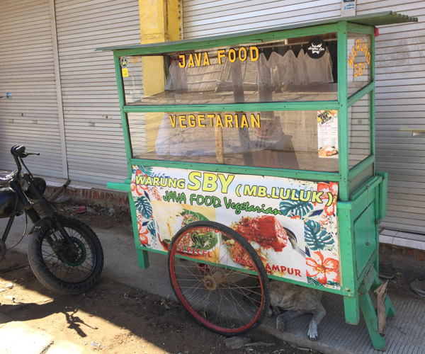 Vegetarian food cart in Kuta