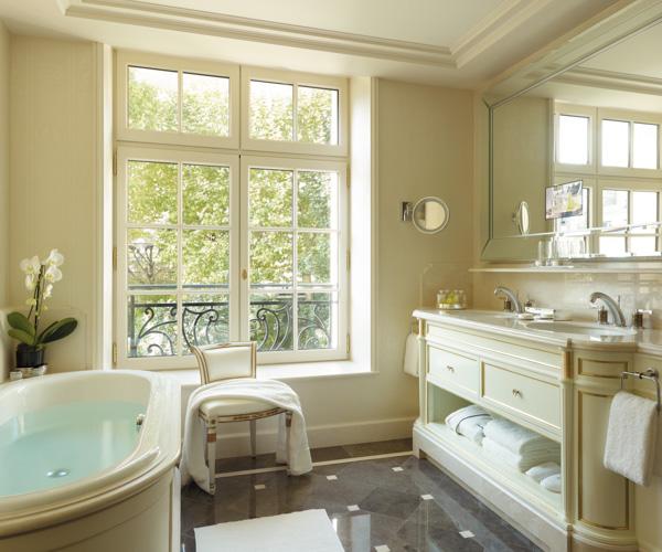 Shangri-La Paris Bathroom