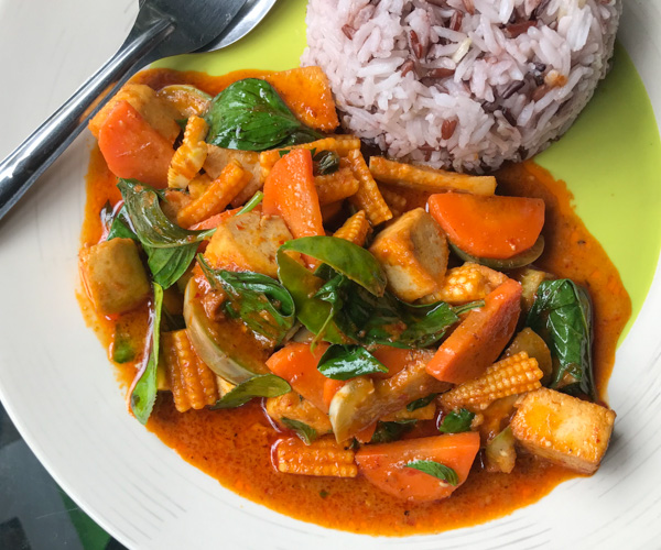 vegan red curry Little Wing Kitchen Koh Chang