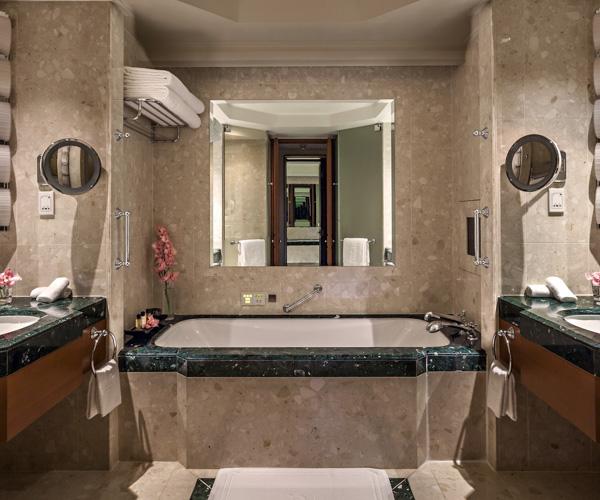 The Peninsula Bangkok_Deluxe Suite_Bathroom