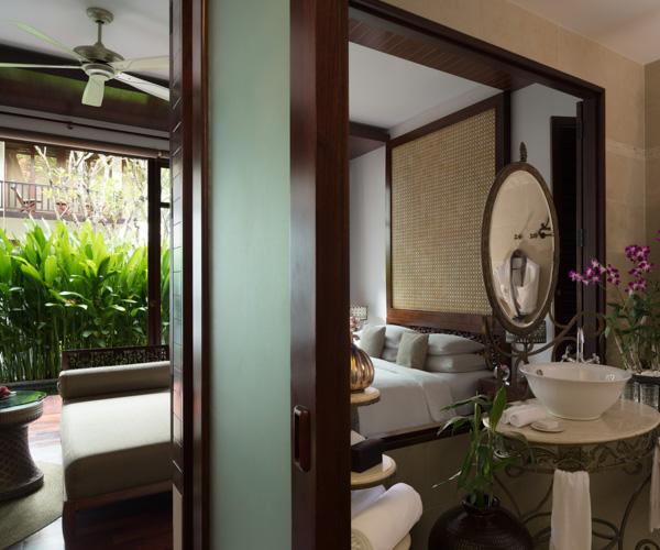 Anantara_Angkor_Resort_Terrace_Suite_Bathroom