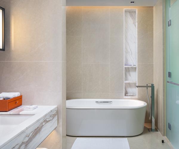 Hyatt Regency Phnom Penh Bathroom