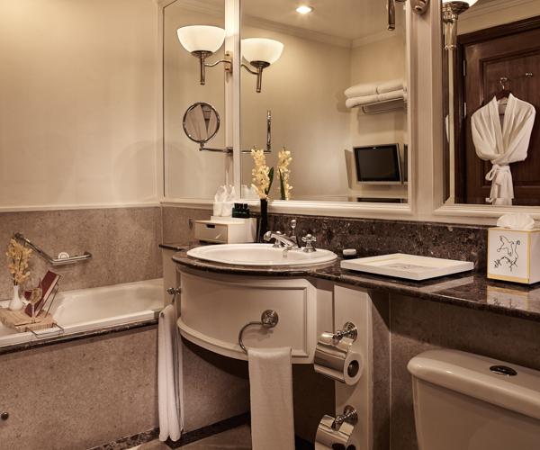 Sofitel Angkor bathroom